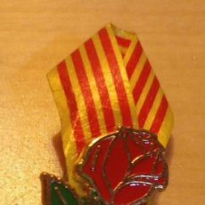 Pins de colección: P 92 PIN ROSA DE LA DIADA DE SANT JORDI CON SENYERA / BANDERA - CATALUNYA. Lote 190158401