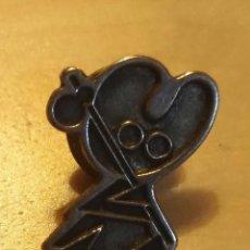 Pins de colección: P 94 PIN PEREGRINO CAMINO SANTIAGO - COLOR BRONCE. Lote 190160435