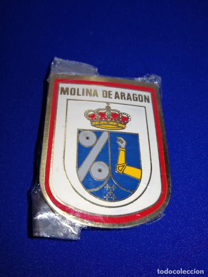 ESCUDO MOLINA DE ARAGON-EN SU BOLSA ORIGINAL SIN ABRIR (Coleccionismo - Pins)