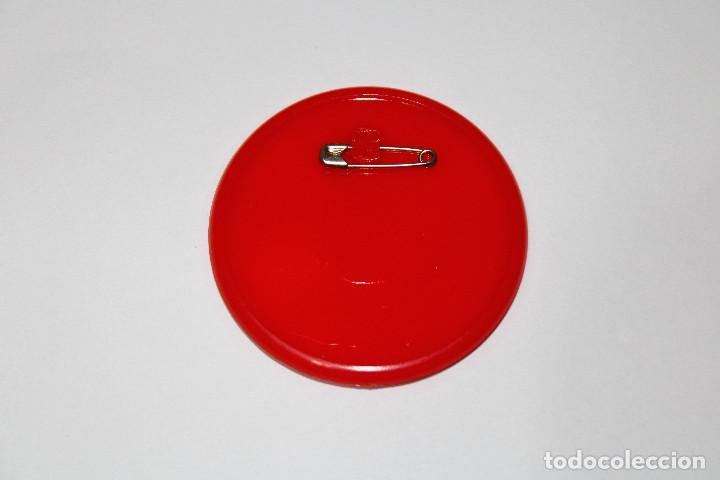 Pins de colección: PIN CHAPA PLÁSTICO - SUPERMAN - COCA COLA - Ref. 0013 - Mod. Volando - 1979 - Ø 52 mm - Foto 3 - 191628918