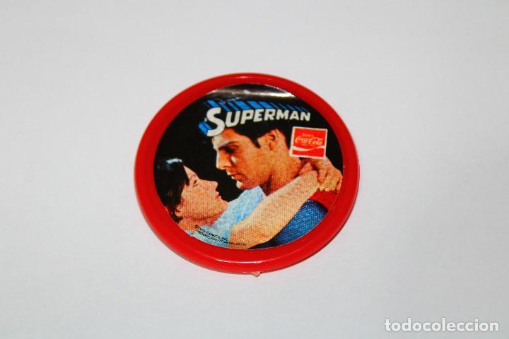PIN CHAPA PLÁSTICO - SUPERMAN - COCA COLA - MOD. CON LOIS LANE - 1979 - Ø 52 MM (Coleccionismo - Pins)