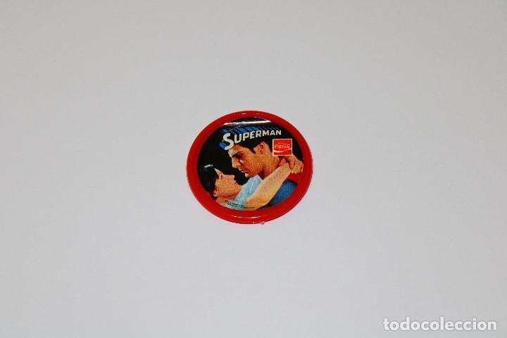 Pins de colección: PIN CHAPA PLÁSTICO - SUPERMAN - COCA COLA - Mod. Con Lois Lane - 1979 - Ø 52 mm - Foto 2 - 191629011