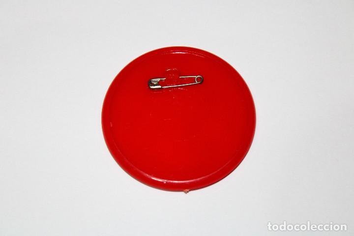 Pins de colección: PIN CHAPA PLÁSTICO - SUPERMAN - COCA COLA - Mod. Con Lois Lane - 1979 - Ø 52 mm - Foto 3 - 191629011