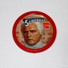 Pins de colección: PIN CHAPA PLÁSTICO - SUPERMAN - COCA COLA - MOD. JOR-EL - 1979 - Ø 52 MM. Lote 191629087