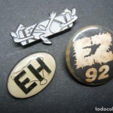 Pins de colección: LOTE 3 PIN INSIGNIAS CON ALFILERES POLITICA VASCA. Lote 194233448
