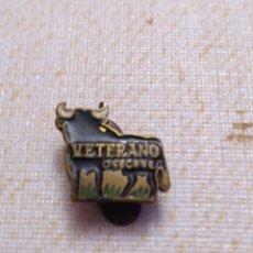 Pins de colección: ANTIGUO PIN INSIGNIA COLECCIÓN VETERANO OSBORNE. TORO. Lote 194237757