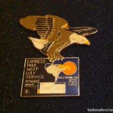 Pins de colección: ANTIGUO Y PRECIOSO PIN SERVICIO CORREO EXPRESS (DISEÑADO POR JONATHAN GREY & ASSOCIATES). Lote 194339946