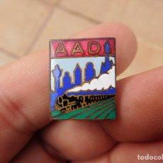 Pins de colección: INSIGNIA ESMALTADA TREN TRENES AAD. Lote 194517968