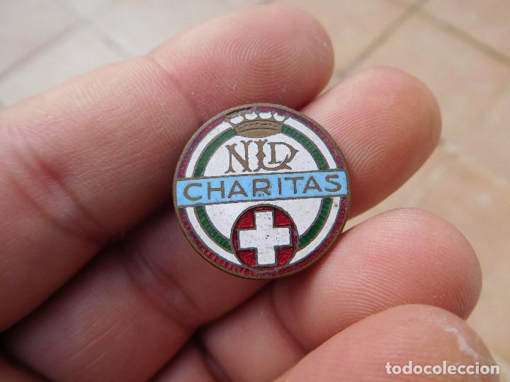 INSIGNIA ESMALTADA CHARITAS CARITAS (Coleccionismo - Pins)