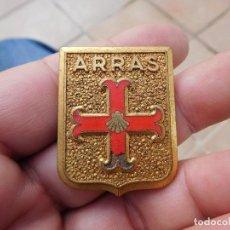 Pins de colección: INSIGNIA ANTIGUA ARRAS. Lote 194519256