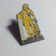 Pins de colección: CURIOSO PIN COMITE MARMOTTAN. BRUAY LA BUISSIERE. Lote 194542536