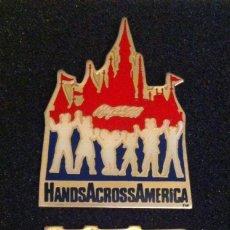 Pins de colección: LOTE DOS PIN O PINS HANDS ACROSS AMERICA (25 DE MAYO DE 1986). Lote 194561333