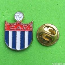 Pins de colección: PIN ESCUDO EQUIPO DE FUTBOL - C.A.V. - CLUB ATLETICO VALTERRIANO - NAVARRA. Lote 194576586