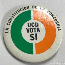 Pins de colección: ANTIGUA CHAPA AGUJA PARTIDO POLITICO UCD REFERÈNDUM CONSTITUCION ESPAÑOLA. Lote 194592456