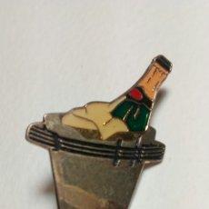 Pins de colección: CURIOSO PIN DE BOTELLA DE CHAMPAGNE. Lote 194646275