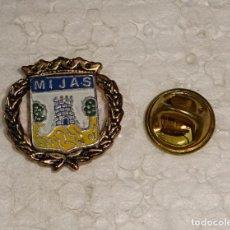 Pins de colección: PIN DE TURISMO HERÁLDICA. ESCUDO HERÁLDICO DE MIJAS MÁLAGA. Lote 194900950