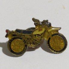 Pins de colección: ANTIGUO PIN MOTO. Lote 194970202
