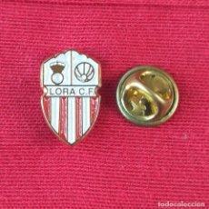 Pins de colección: PIN FUTBOL - ESCUDO EQUIPO DE FUTBOL - LORA C.F. - PROVINCIA DE SEVILLA. Lote 194985283