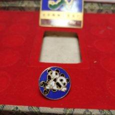 Pins de colección: PIN LUCHA BEIJING 1990 XI ASIAN GAMES BAÑADO ORO 24K PINS JUEGOS ASIÁTICOS CHINA. Lote 195029475