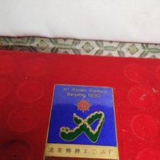 Pins de colección: PLACA INSIGNIA BEIJING 1990 XI ASIAN GAMES BAÑADO EN ORO 24K PINS JUEGOS ASIÁTICOS OLIMPICOS CHINA. Lote 195030282