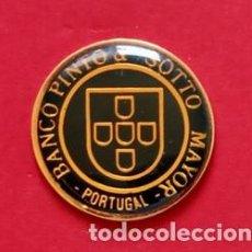 Pins de colección: PIN BANCO PINTO & SOTTO. Lote 195059266
