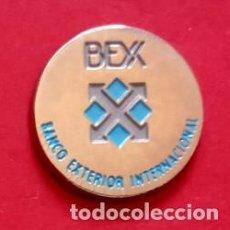 Pins de colección: PIN BANCO EXTERIOR INTERNACIONAL. Lote 195059267