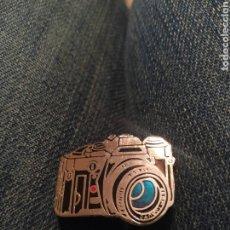 Pins de colección: PIN TIPO INSIGNIA AGUJA CAMARA REFLEX. Lote 195154271