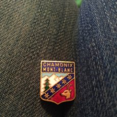 Pins de colección: PIN TIPO INSIGNIA AGUJA CHAMONIX MONT BLANC ALPES. Lote 195154363