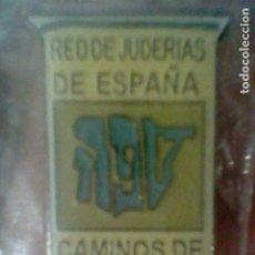 Pins de colección: SEFARAD CAMINOS RED DE JUDERIAS DE ESPAÑA PIN PINCHO 2,2 CMS ALTO EN BLISTER *. Lote 195155577
