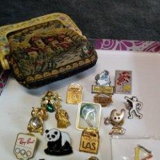 Pins de colección: LOTE DE PINS Y MONEDERO. Lote 195185187
