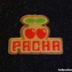 Pins de colección: ANTIGUO PIN DISCOTECA PACHA. Lote 195337515