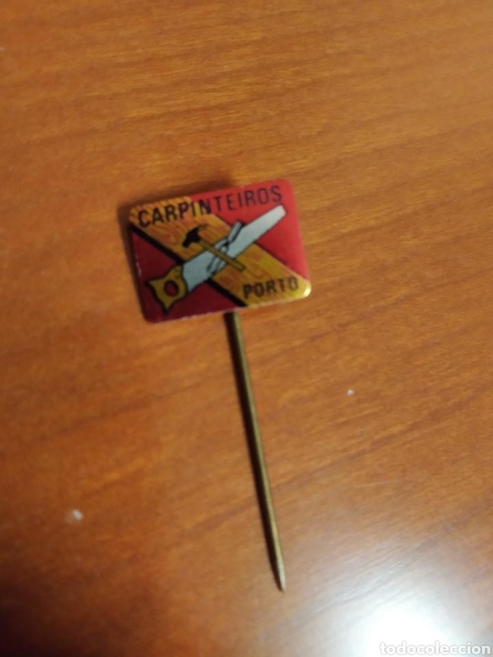 INSIGNIA CARPINTEIROS OPORTO PIN (Coleccionismo - Pins)