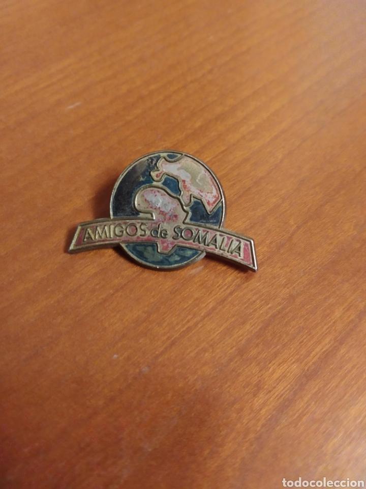 PIN ONG AMIGOS DE SOMALIA AFRICA (Coleccionismo - Pins)