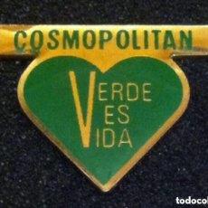 Pins de colección: ANTIGUO PIN REVISTA COSMOPOLITAN. Lote 195386528