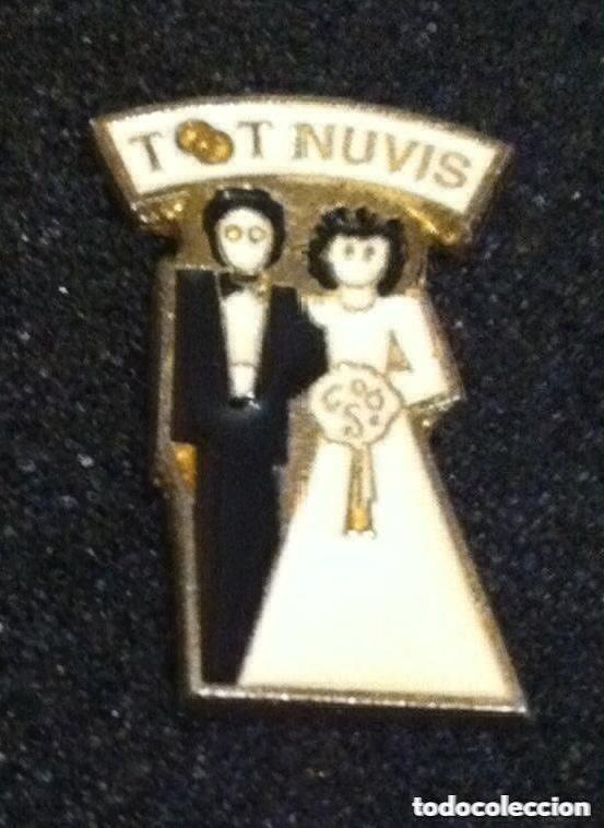 PIN TOT NUVIS (Coleccionismo - Pins)