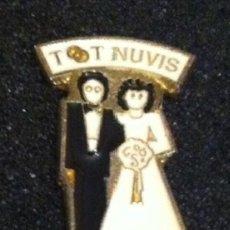 Pins de colección: PIN TOT NUVIS. Lote 195386730