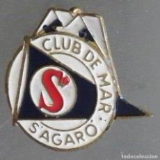 Pins de colección: ANTIGUO PIN DE ALFILER CLUB DE MAR S´AGARO. Lote 195388963