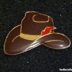 Pins de colección: PIN SOMBRERO COWBOY. Lote 195390025