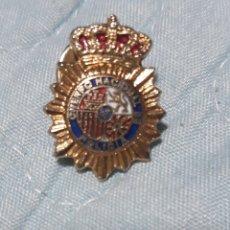 Pins de colección: ANTIGUO PINS PLACA CUERPO NACIONAL DE POLICÍA. Lote 195404321