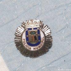 Pins de colección: ANTIGUO PINS PLACA POLICÍA MUNICIPAL MADRID. Lote 195404575