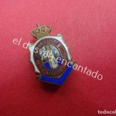 Pins de colección: REAL MONTEPIO SAN PEDRO PESCADOR. BARCELONA. ANTIGUA INSIGNIA ESMALTADA. Lote 195424102
