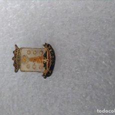 Pins de colección: INSIGNIA HERALDICA LA CORUÑA. Lote 195449543