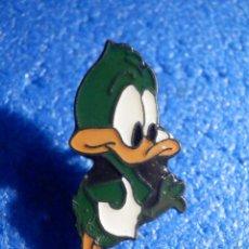 Pins de colección: PIN - PERSONAJE DIBUJOS ANIMADOS Y CARICATURAS - DUCK DOGERS - PATO LUCAS EN MARVIN EL MARCIANO. Lote 195523441