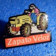 Pins de colección: PIN - ZAPATO VELÓZ - EL TRACTOR AMARILLO. Lote 195523465