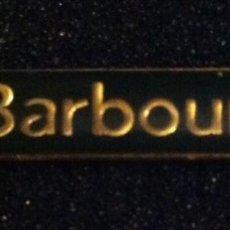 Pins de colección: PIN BARBOUR (MARCA DE ROPA). Lote 195532662