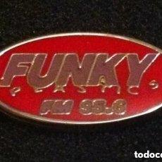 Pins de colección: PIN RADIO FUNKY PLASTICS. Lote 195550490