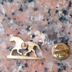 Pins de colección: PIN ANTIGUO CAJA DE AHORROS DE ASTURIAS. Lote 198163555