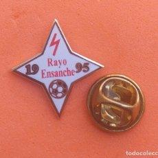 Pins de coleção: PIN FUTBOL - ESCUDO EQUIPO DE FUTBOL - ESMALTE - RAYO ENSANCHE - ALCALA DE HENARES - MADRID. Lote 198196656