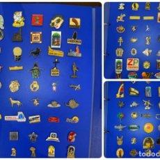 Pins de colección: LOTE DE 135 PINES PUBLICITARIOS CON ALBUM. COCA-COLA. EXPO 92. SANDEMAN. RELIGIOSOS. TURISTICOS.... Lote 200194115