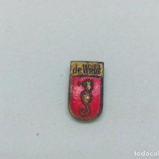 Pins de colección: INSIGNIA METAL DE COMPAÑÍA DE RADIOS. Lote 200551860